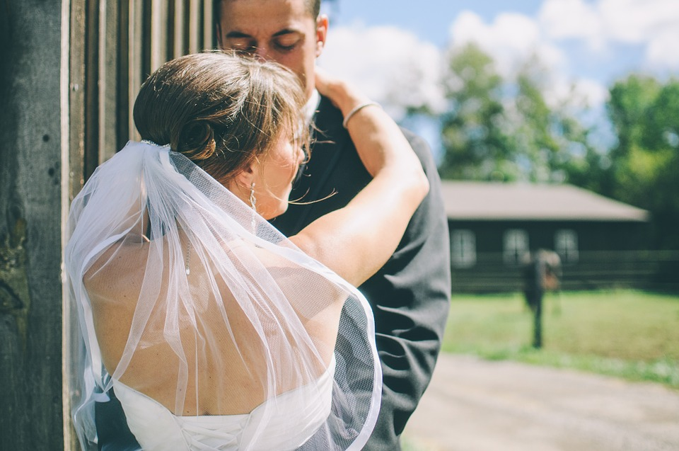 6 Questions To Ask A Wedding Photographer Before You Hire Them