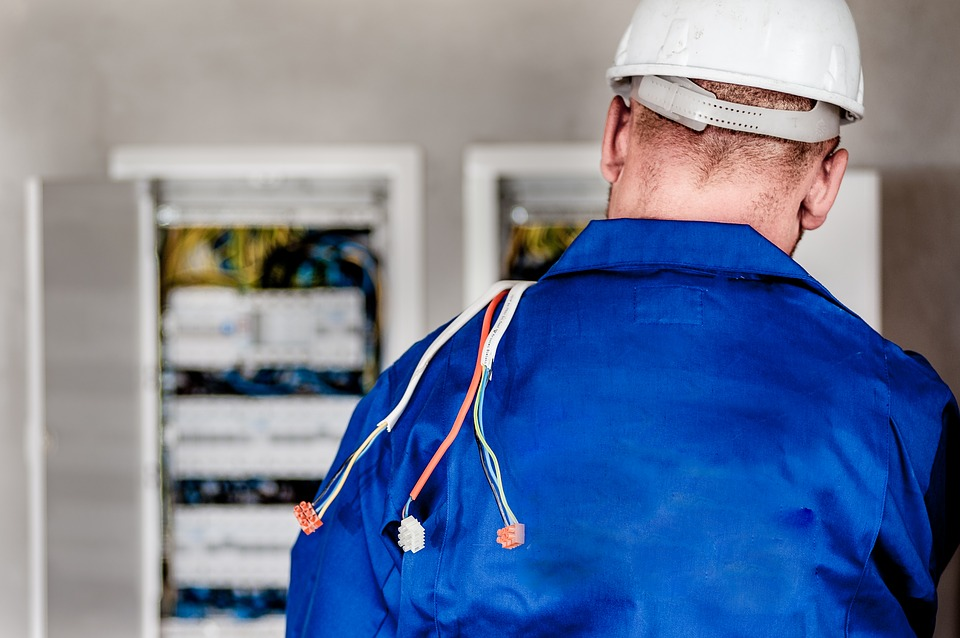 How To Hire Professional Commercial Electricians In Doreen