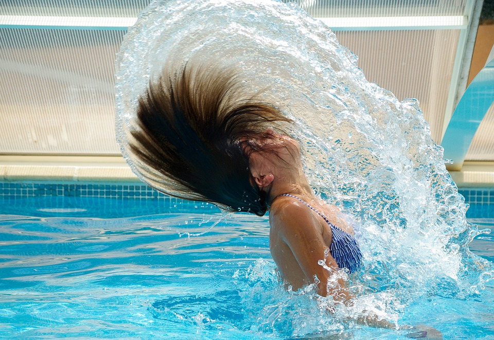 How Do Self-Cleaning Pools Work?