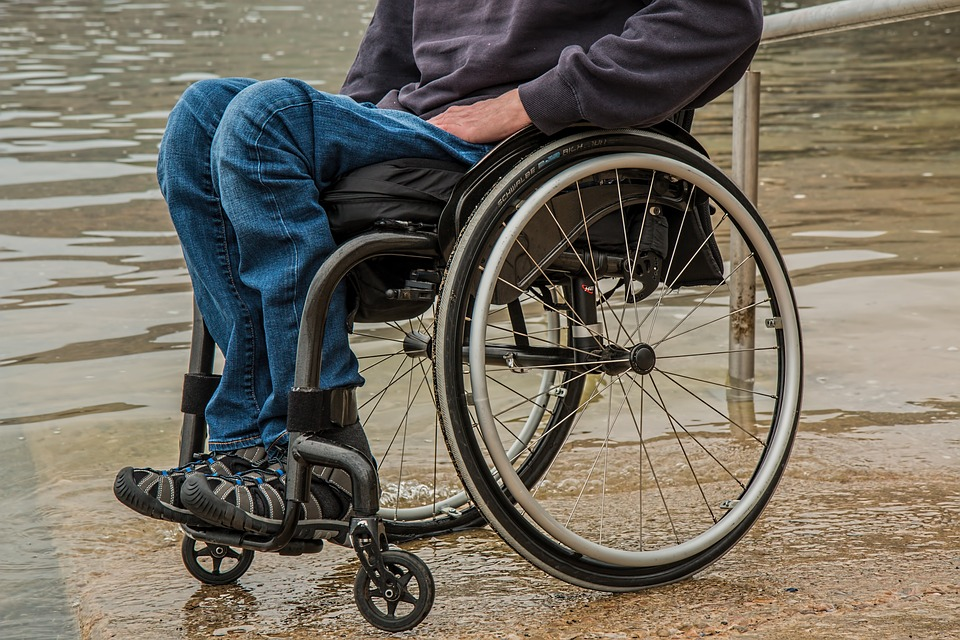 4 Key Reasons To Opt For Folding Aluminium Wheelchairs Over Traditional Wheelchairs