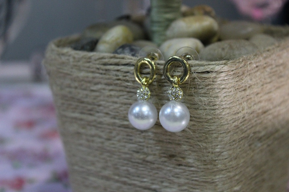 Why Should You Choose Freshwater Pearl Earrings?