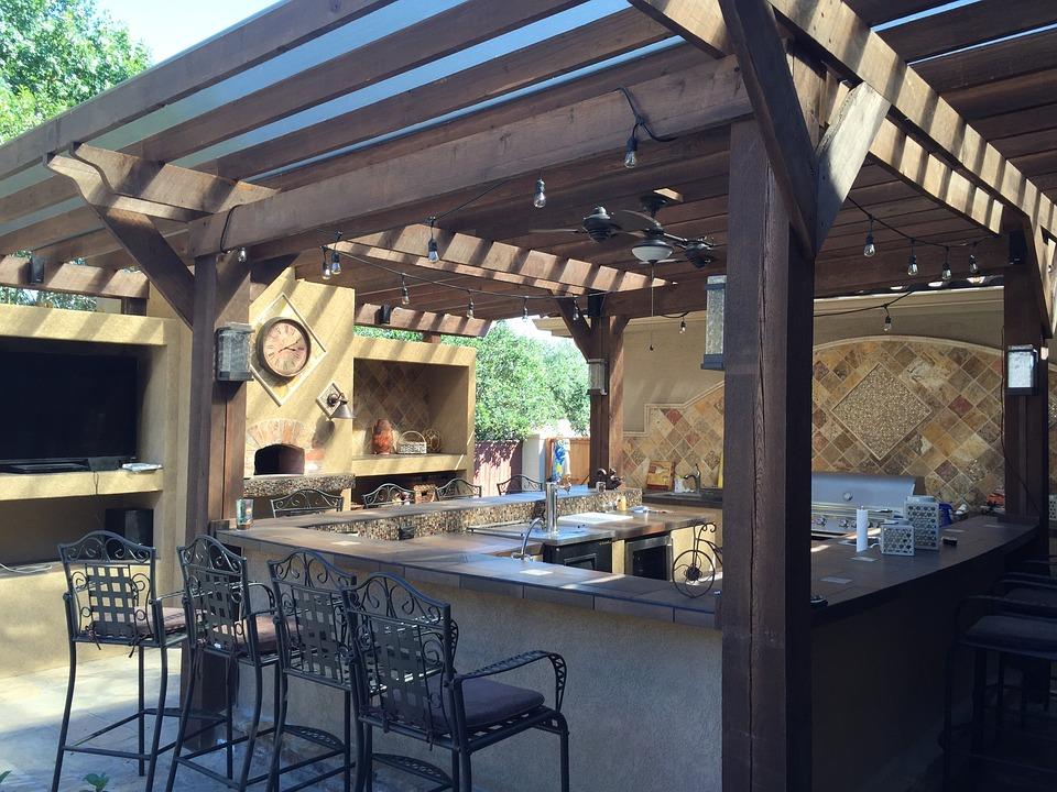 Some Good Outdoor Kitchen Design Ideas