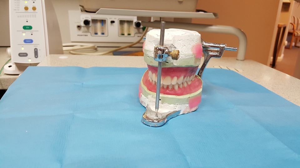Partial Dentures In Brisbane North Will Restore Your Teeth Functionality