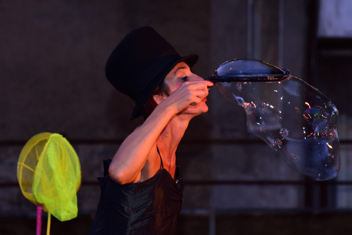 Hiring The Juggling Show Performers To Entertain Your Guests