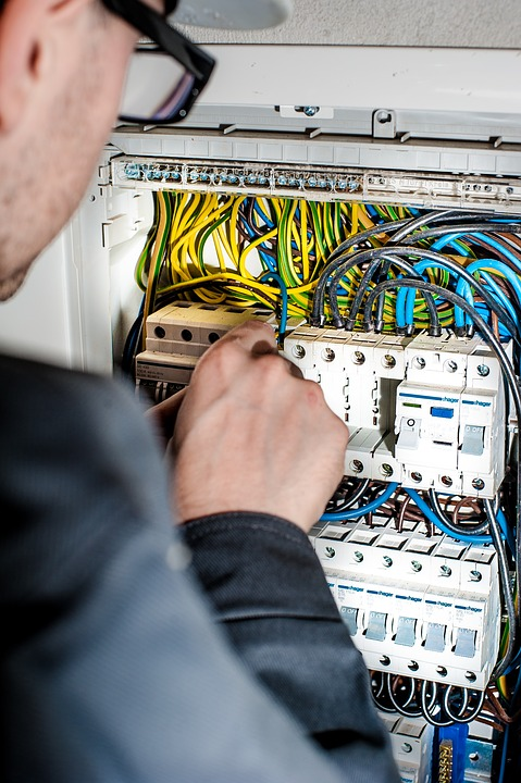 Signs That You Need To Hire An Electrician In Warner